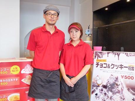 「リトル アジアン エクスプレス」を運営する吉田一成さんと妻のまきさん