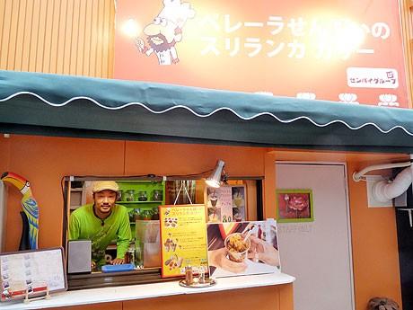 店舗の前には3席ほどの丸イスも。写真=国本龍太郎さん