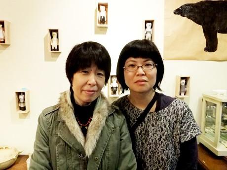 「シアターカフェ」の開設準備を進めている、江尻真奈美さん(左)と林緑子さん(右)