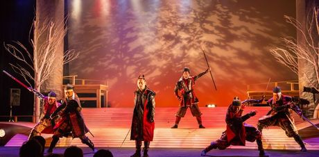 テレピアホールで上演されている名古屋おもてなし武将隊の「絆2015」