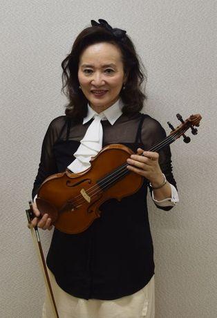 愛知県芸術劇場でコンサートを開催する前橋汀子さん