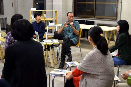 「アートラボあいち」でトークイベントを開いたリビディウンガ・カルドーゾさん