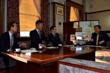 名古屋グランパス小倉隆史新監督が河村たかし名古屋市長を表敬訪問