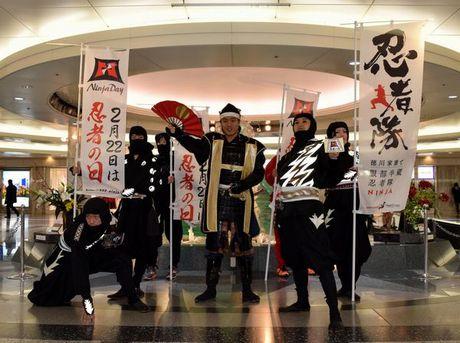 「忍者の日」をPRした「徳川家康と服部半蔵忍者隊」と「名古屋おもてなし武将隊」の徳川家康