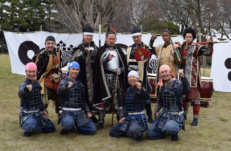 名古屋城で出立式を行った「名古屋おもてなし武将隊」