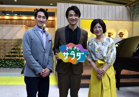(左から)西川カークさん、井上芳雄さん、山本志保アナウンサー