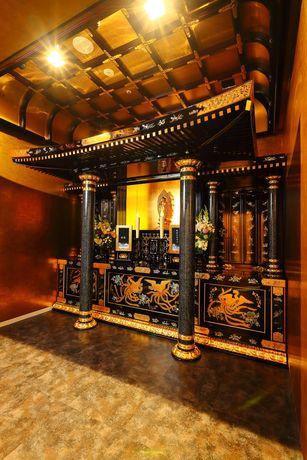大須・万松寺「白龍館 彩蓮」。豪華な祭壇の特別参拝室「彩貴殿」