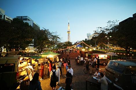 マーケット会場の最北端から見る名古屋テレビ塔(昨年の様子)