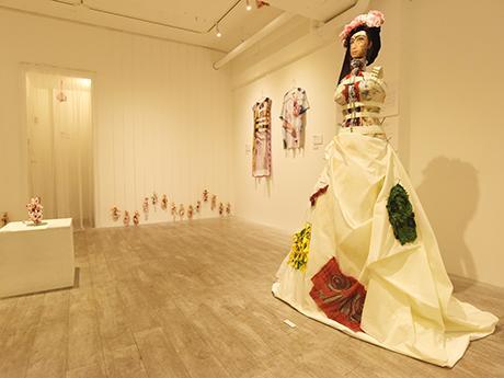 名古屋・栄のギャラリーで美術家・森村泰昌さん個展 アート作品販売も