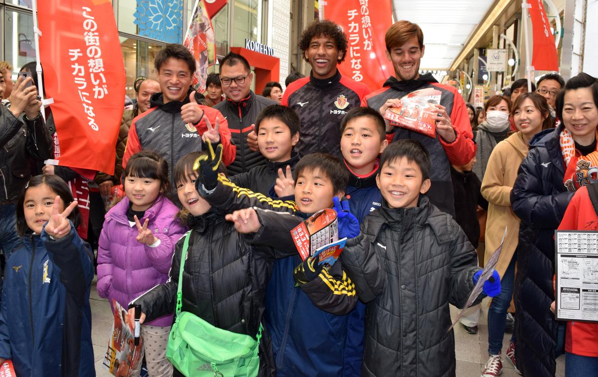 長谷川アーリアジャスール選手、ホーシャ選手、秋山陽介選手らが大須商店街で応援呼び掛け