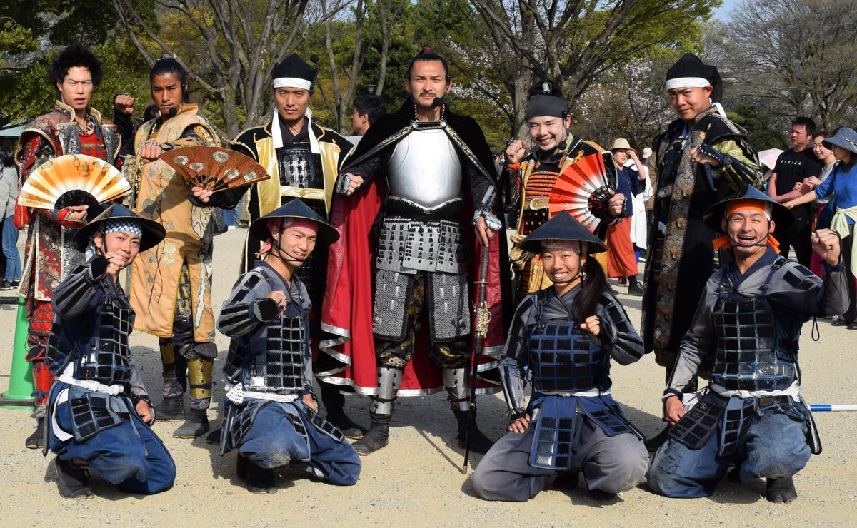 名古屋城で出立式を行った名古屋おもてなし武将隊