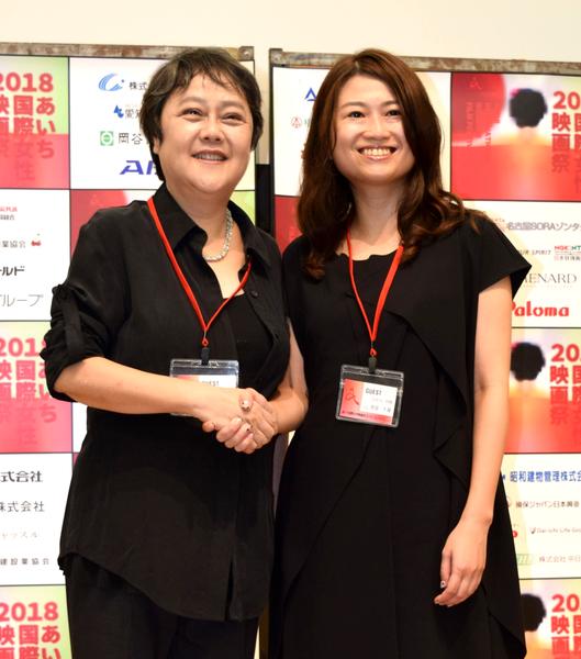 来名したポン・シャオレン監督(左)と池田千尋監督