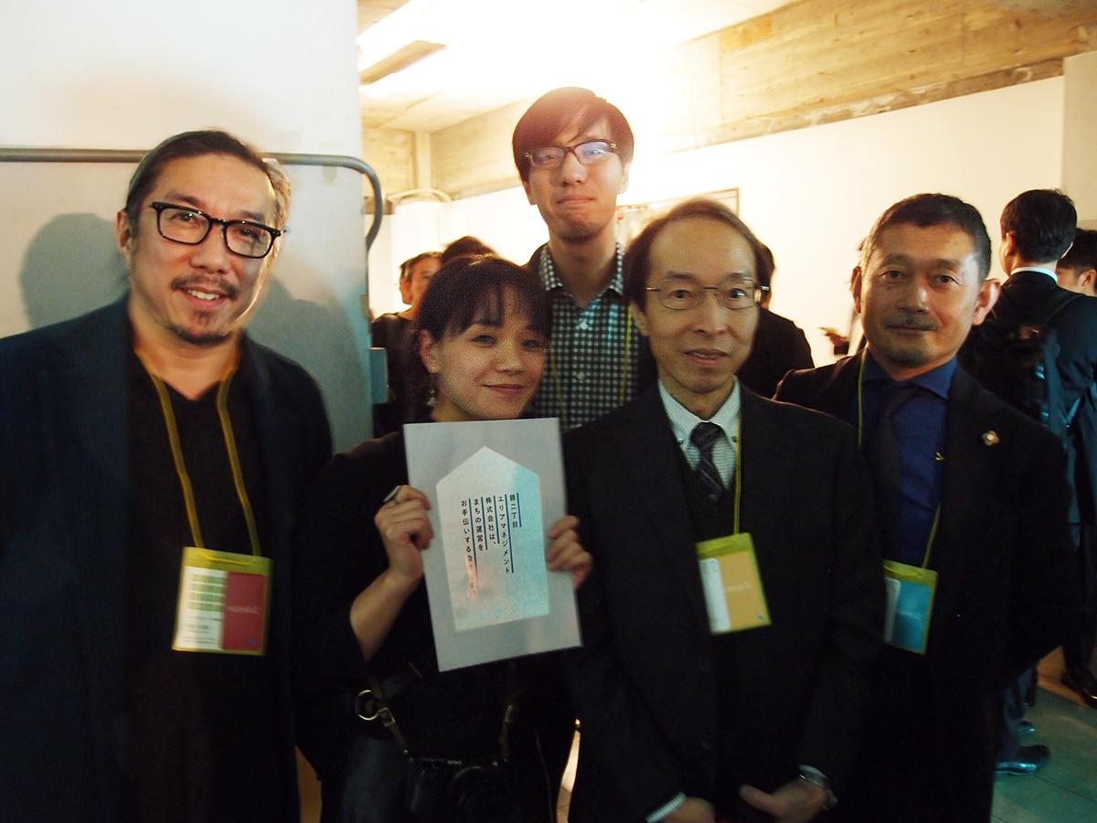 「錦二丁目エリアマネジメント」中心メンバー。中央左=社長の名畑恵さん