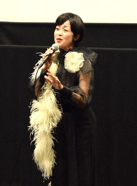 伏見ミリオン座で「ゲッティンゲン」を歌うシャンソン歌手・宮入公子さん