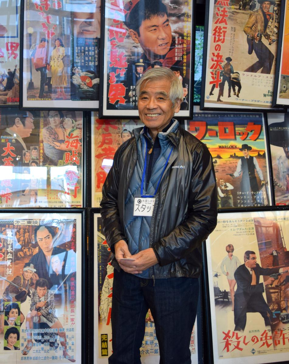 30年ぶりに大須に映画館が復活。「大須シネマ」代表の中川健次郎さん(大好きだった石原裕次郎出演映画のポスターの前で)。