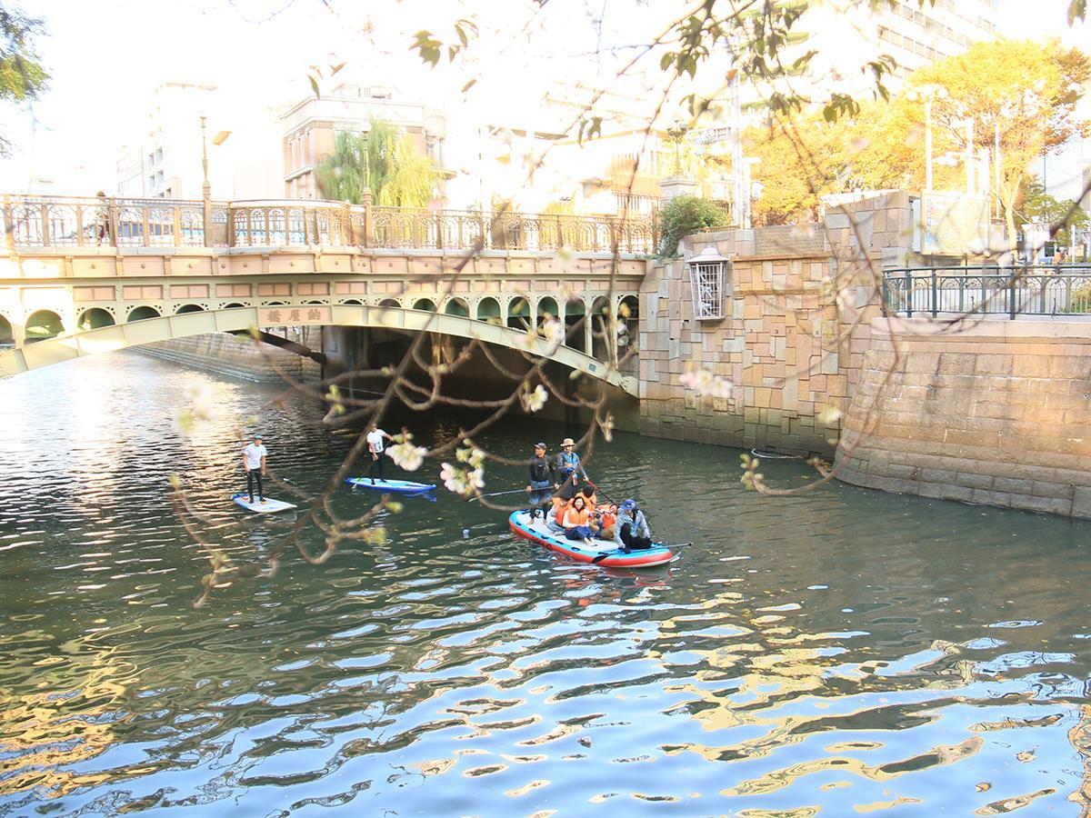Bigsupで堀川を水上散歩する様子(写真提供:ほりサップ実行委員会)