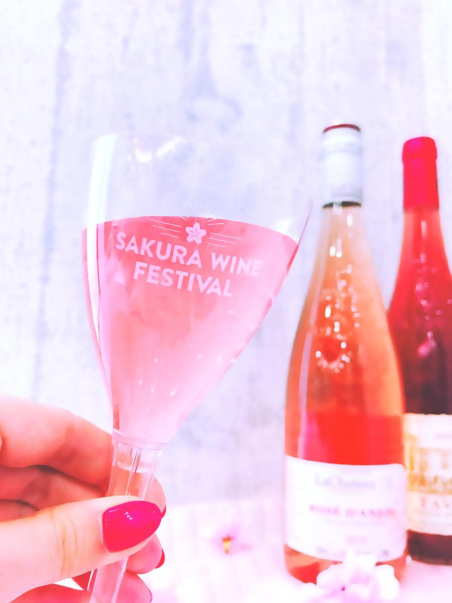 イベントではオリジナルカップ(写真)にワインが注がれる