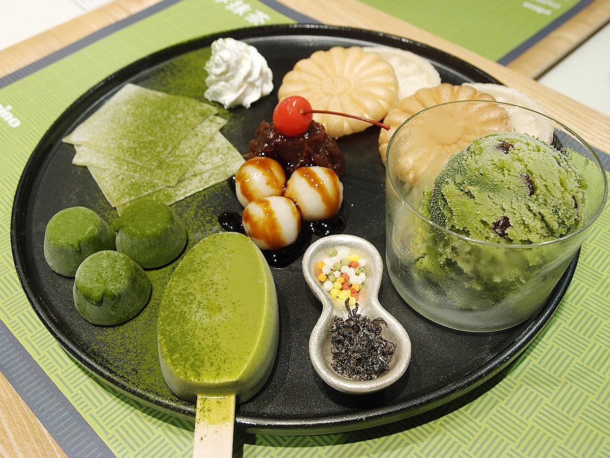 名古屋限定の「アイス全部のせ×みたらし白玉」。抹茶味のピノ、パルム、モウ、蜜と雪の4種類のアイス全部を盛り付けた