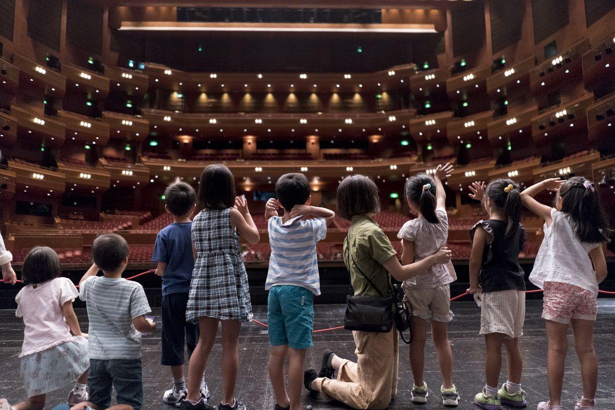愛知県芸術劇場が「ファミリー・プログラム2019」を開催。0歳から入場可能な鑑賞公演、親子で参加できるワークショップや劇場を探検するツアーなど