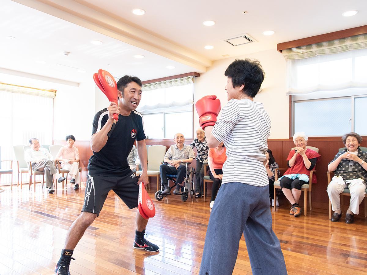 過去に開催された内藤大助さんによるボクシング体操の様子