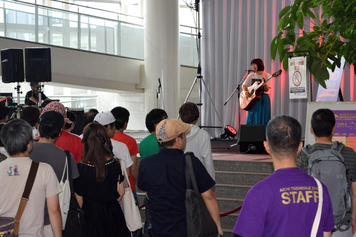 愛知芸術文化センターで開催された「あいちトリエンナーレ2019 MUSIC & ARTS FESTIVAL」。写真は2階フォーラムのステージに出演した坂口喜咲さん