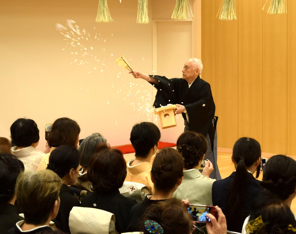 西川流が新会館を開場。舞台開きの礼拝の儀式を行う西川右近総師