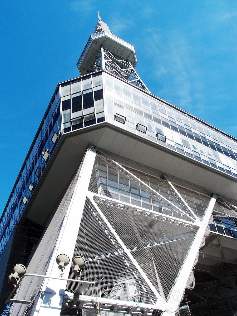 構造上、「地球から離れ、宙に浮いた」状態になった名古屋テレビ塔