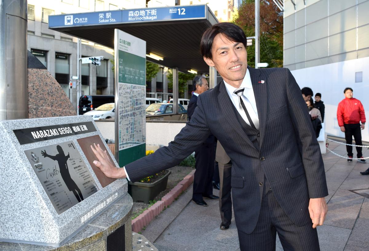 手型モニュメントの除幕式に出席した名古屋グランパスの楢崎正剛クラブスペシャルフェロー
