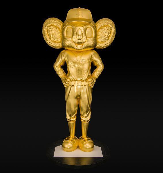松坂屋名古屋店で「新春 大黄金展」。ドアラの黄金像の特別展示など