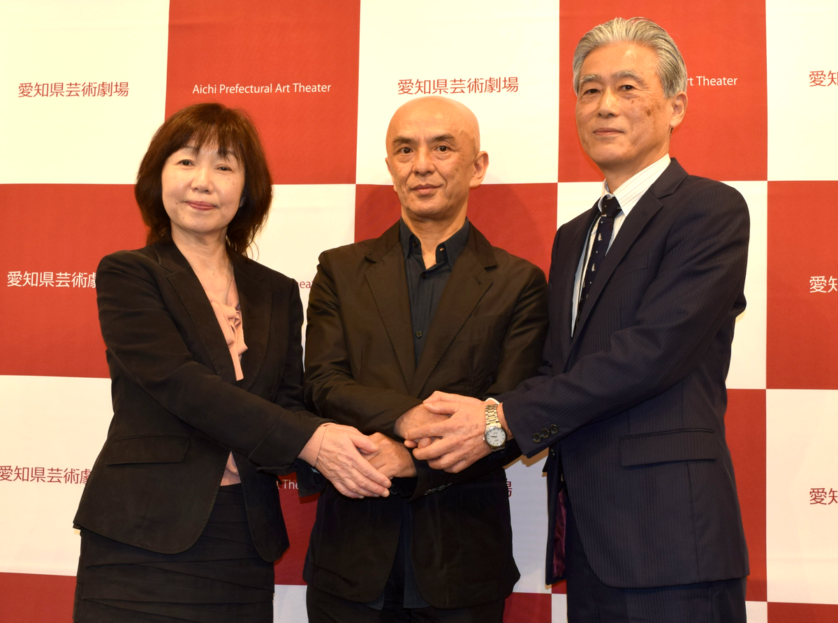 4月から愛知県芸術劇場の芸術監督に就任する勅使川原三郎さん(中央)