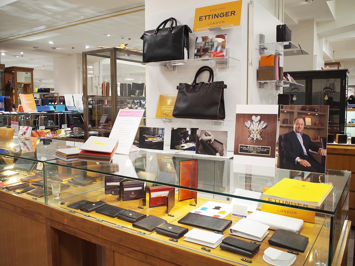 約10年ぶりにリニューアルしたメンズフロアのファッションパーツ売り場。イギリスの革小物の名門ブランド「エッティンガー」をはじめ、財布などの革小物とバッグが品ぞろえ豊かに並ぶ