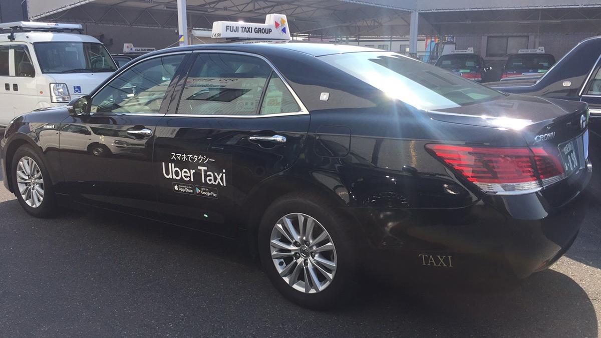 「Uber Taxi」のロゴを掲げたフジタクシー車体(画像提供=Uber Japan)