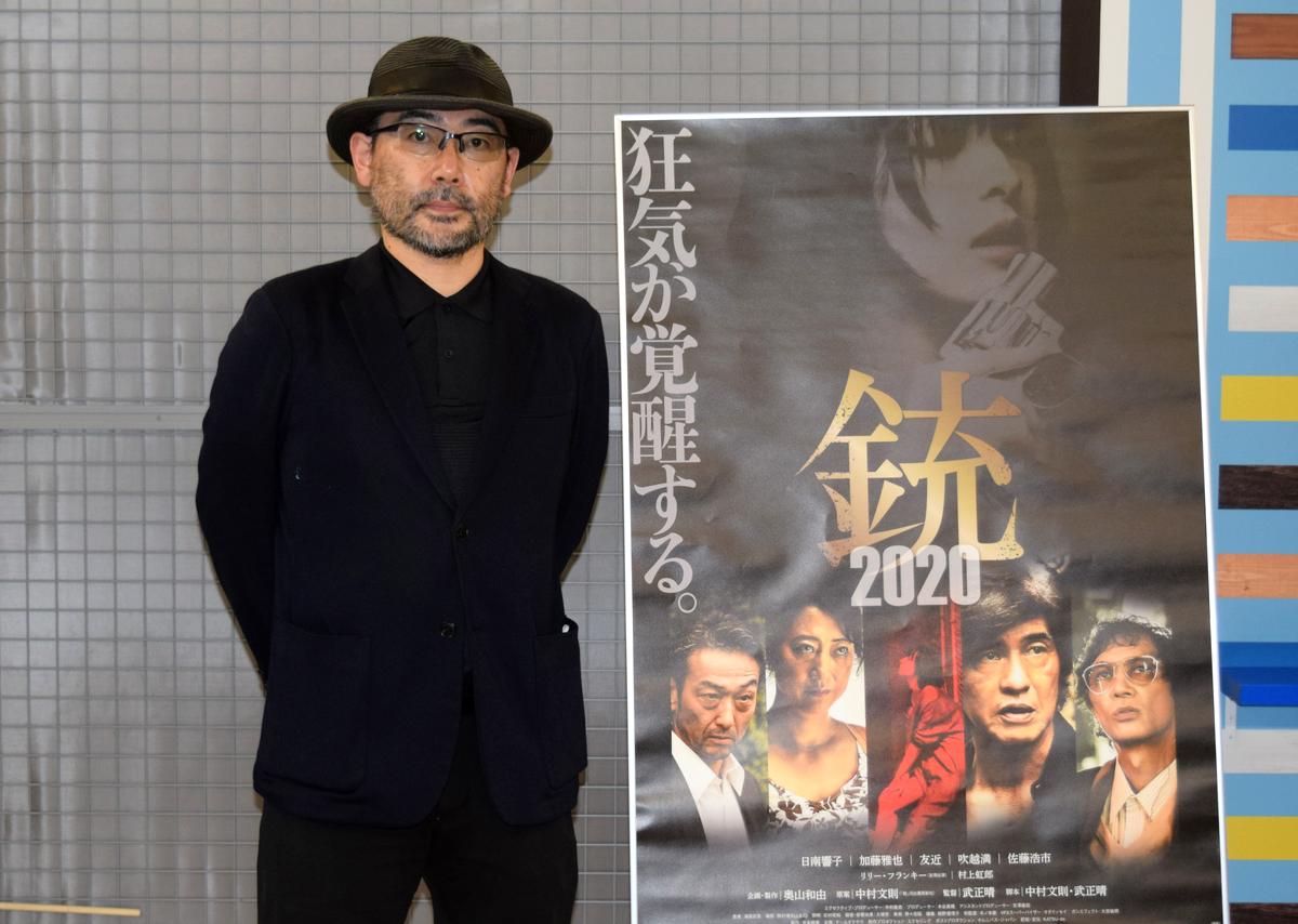 伏見ミリオン座で行われた映画「銃2020」の舞台あいさつに知多市出身の武正晴監督が登壇