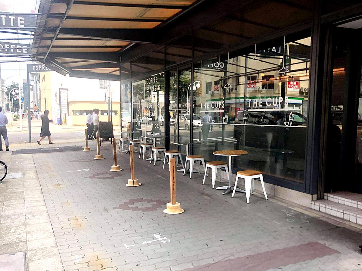 「錦二丁目」エリアに店を構えるコーヒーショップ「THE CUPS」前に設けたテラス席(画像提供=錦二丁目エリアマネジメント)