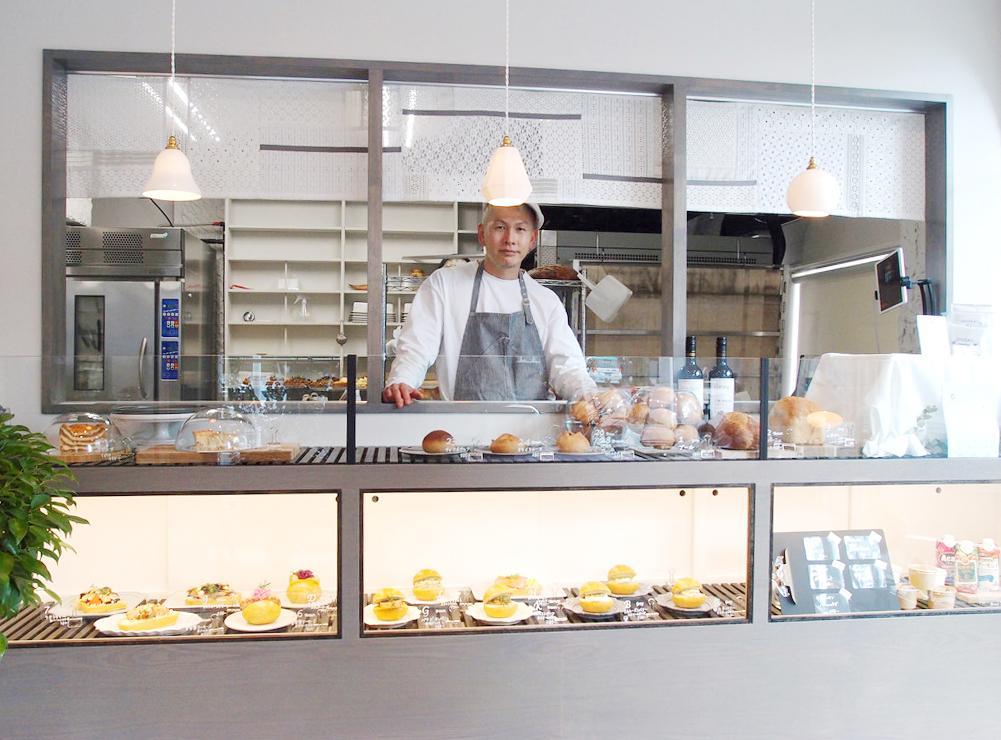 「パン食生活 ブリコ ターブル」店内にてオーナーの田中道行さん