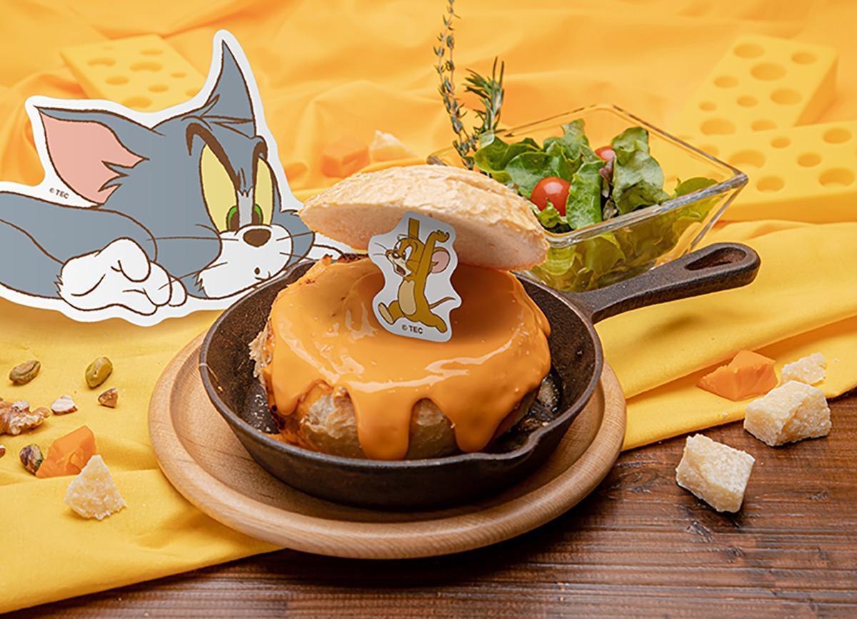 チーズカレーを入れたパンの容器にジェリーが隠れている様子を表現した「ブレッドポットチーズカレー」(イメージ)