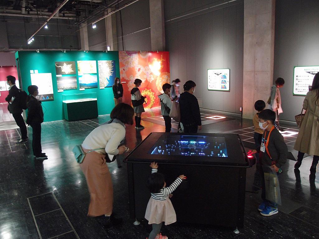 名古屋市科学館で始まった「アインシュタイン展」のゲーム体験も設置する「ブラウン運動」コーナー