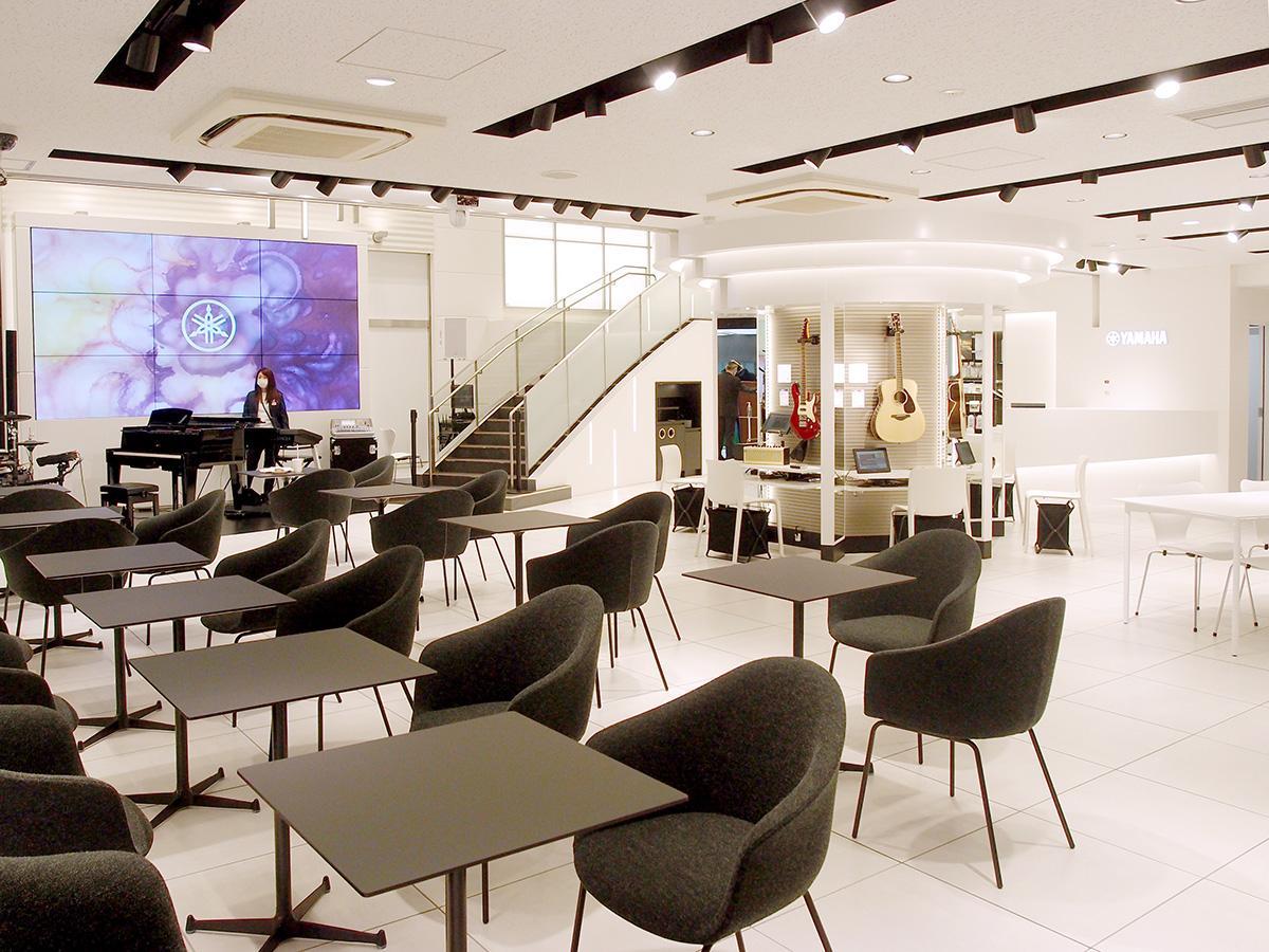 リニューアルし設けた1階の「ブランド体験フロア」。イベント開催、楽器の演奏体験、カフェコーナーなどを設置