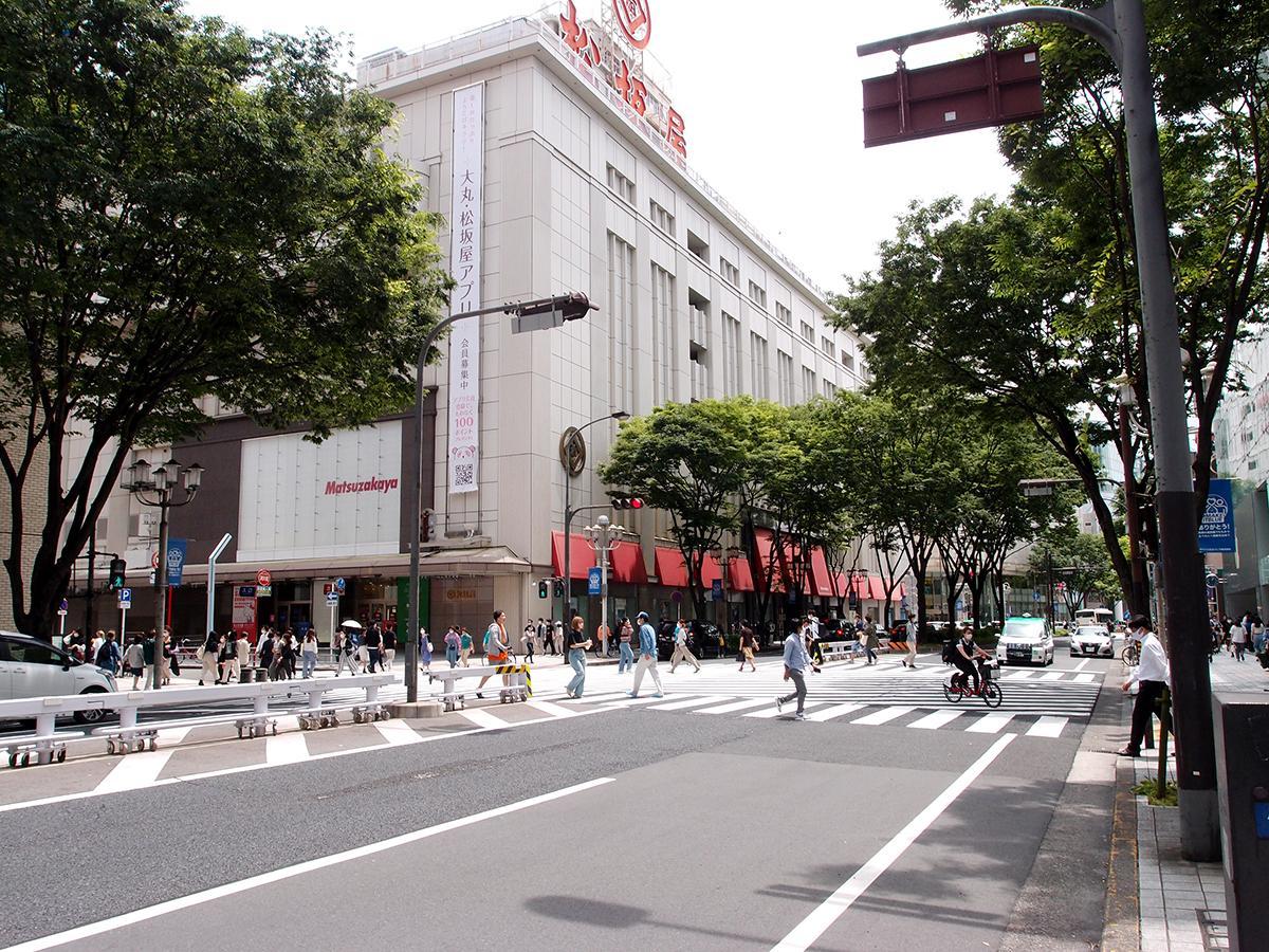 一部臨時休業が始まった百貨店などが建つ、栄のまち。写真は松坂屋名古屋店前の大津通の様子
