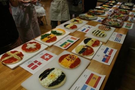 国旗をイメージした展示用ピザ
