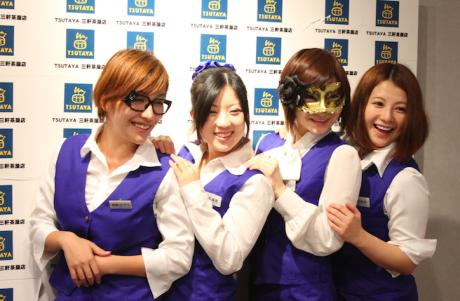 左から飛鳥ピアスさん、松本麻里さん、秘密ナンシーさん、倉本あやさん。