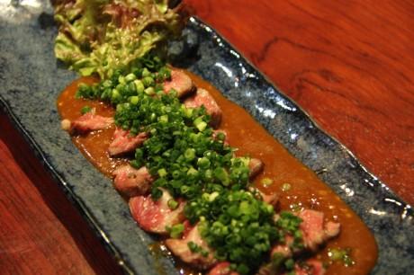 「牛タンの炙りたたき」1,500円
