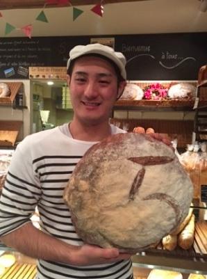 試行錯誤して作り上げたこだわりの製法で毎日パンを作る店長の川田さん