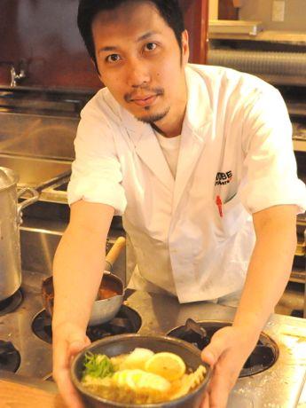 自称「日本で5本の指に入るくらいの寂しがりや」元フリーアナウンサーの店長・野口尭之さん