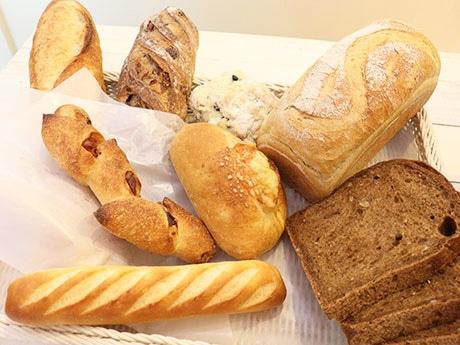 国産小麦、自家製天然酵母で作られる無添加のパン