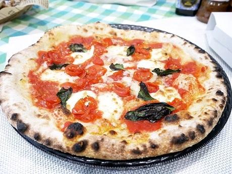 石窯オーブンによるピザ
