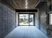 三軒茶屋のブルーボトルコーヒー敷地内でアート展 「絵画」と「都市空間」の融合目指す