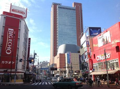 三軒茶屋駅周辺の光景(画像:写真AC)