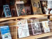 松陰神社通り商店街の古書店「nostos books」で個展 イラストレーター・norahiさんの作品披露