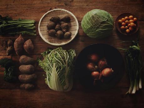 オーガニック農家から採れたての新鮮な野菜セットが届く